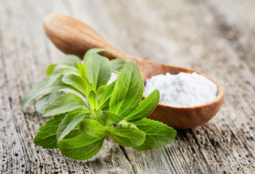 Stevia leaves and powdered form